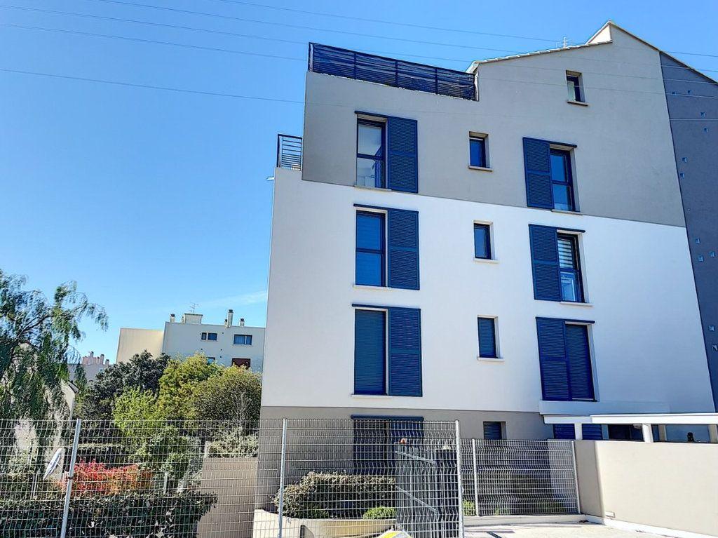 Appartement à louer 3 75m2 à Saint-Raphaël vignette-2