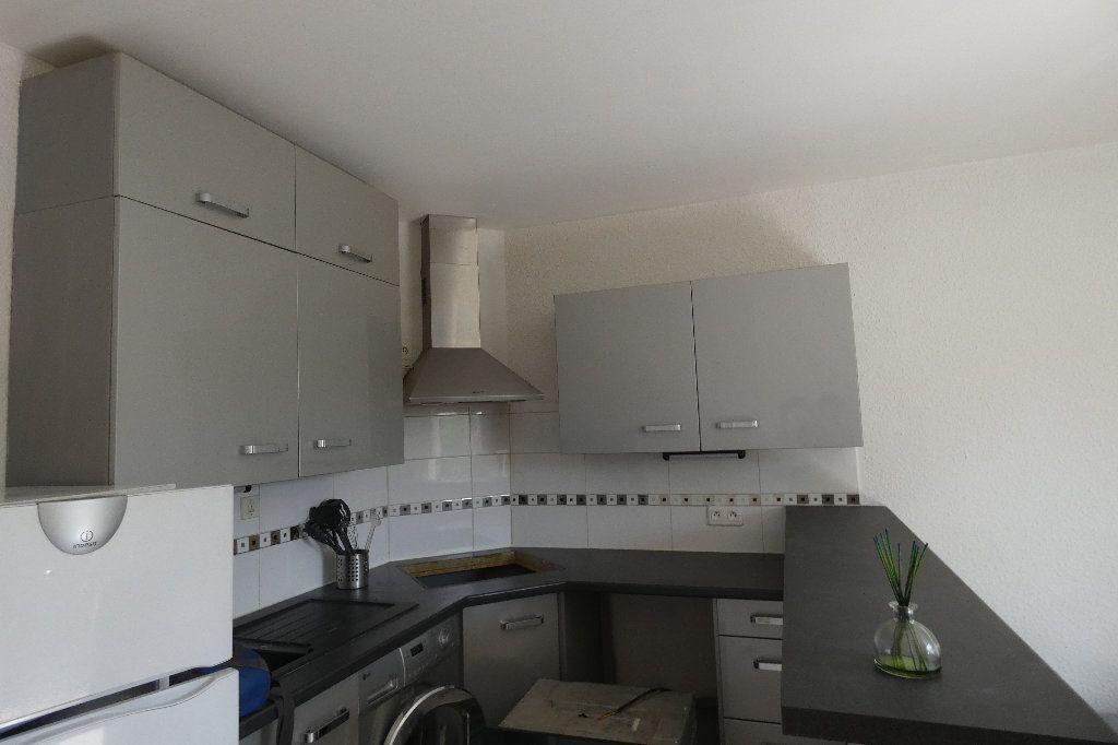Appartement à louer 2 34.09m2 à Saint-Raphaël vignette-3