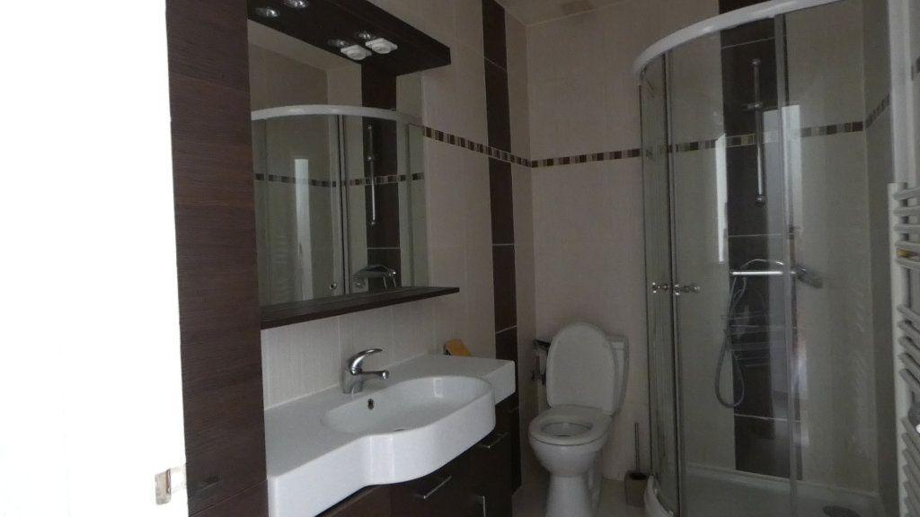 Appartement à louer 2 34.09m2 à Saint-Raphaël vignette-4