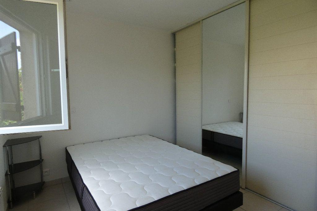 Appartement à louer 2 34.09m2 à Saint-Raphaël vignette-5
