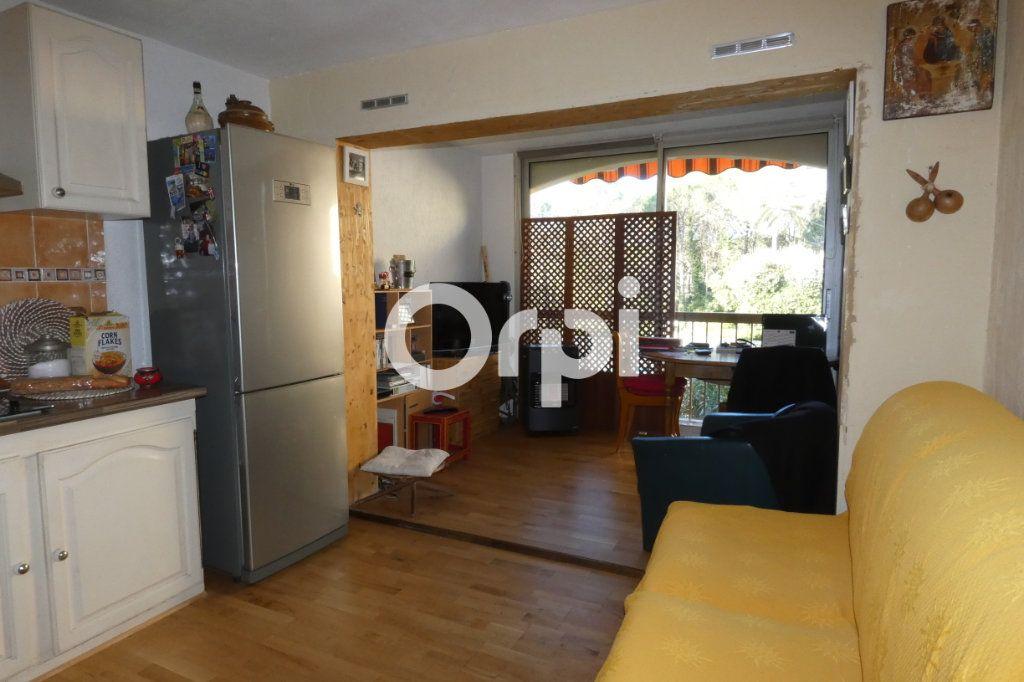 Appartement à vendre 1 24m2 à Saint-Raphaël vignette-3