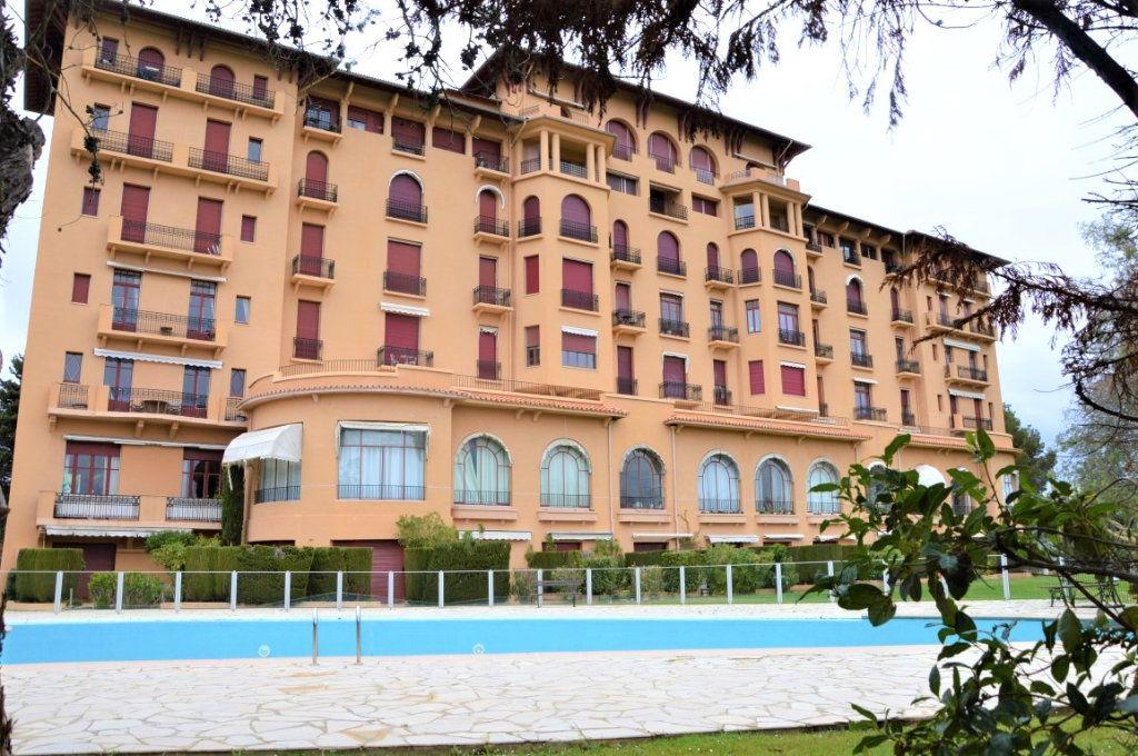 Appartement à vendre 3 84.1m2 à Saint-Raphaël vignette-1