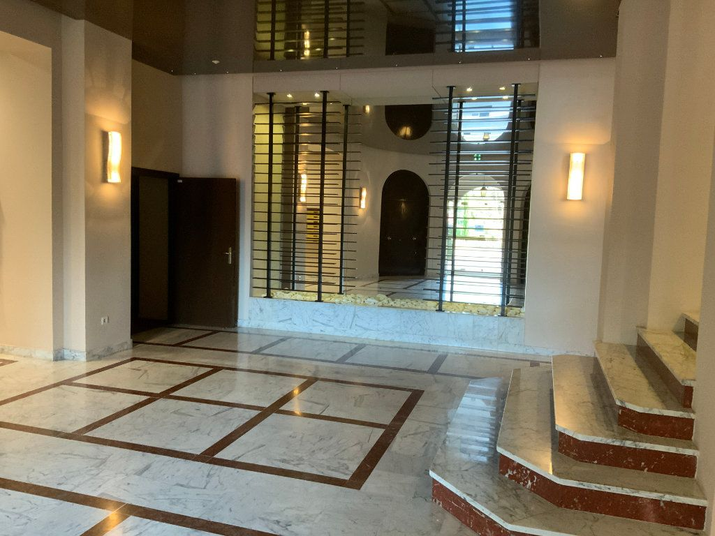 Appartement à vendre 3 84.1m2 à Saint-Raphaël vignette-3