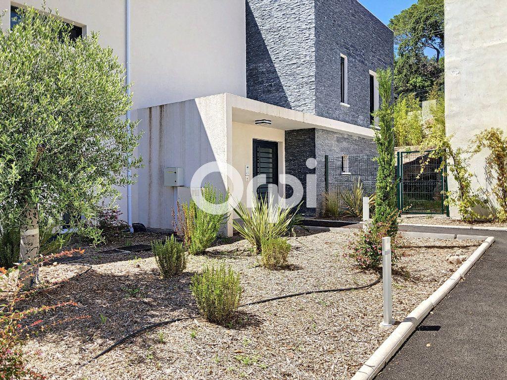 Appartement à vendre 3 72.38m2 à Saint-Raphaël vignette-1