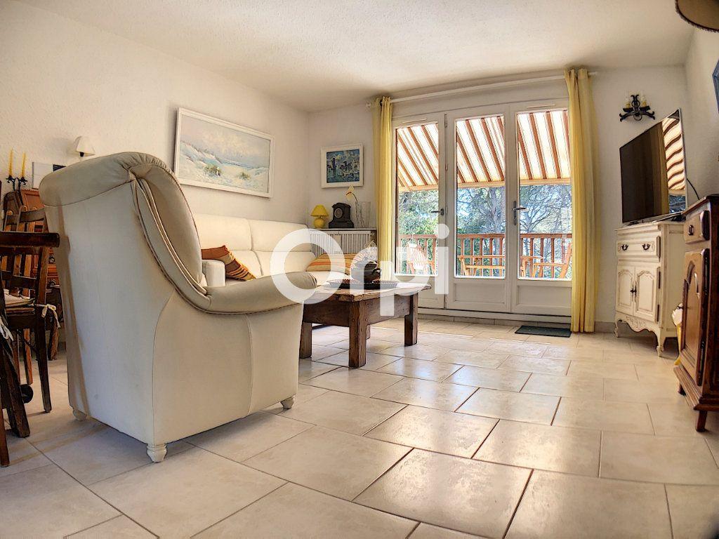 Appartement à vendre 2 51m2 à Saint-Raphaël vignette-2