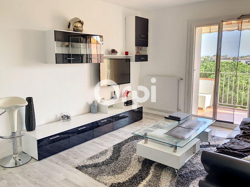 Appartement à vendre 2 42m2 à Fréjus vignette-2