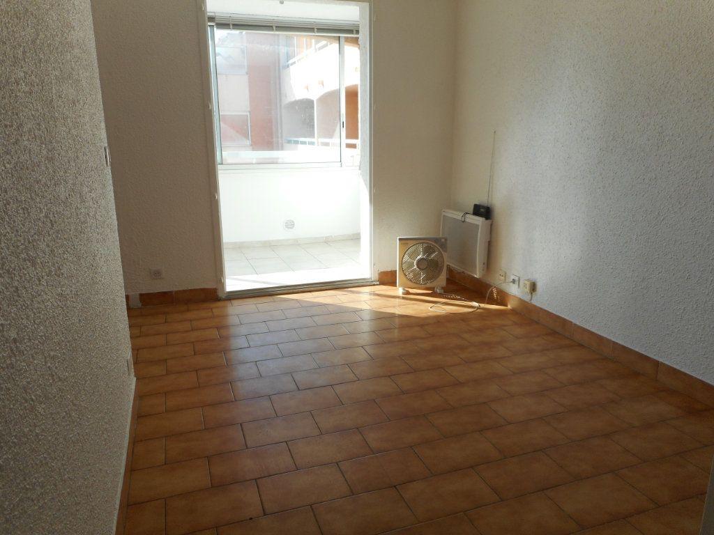 Appartement à louer 1 23.6m2 à Fréjus vignette-3