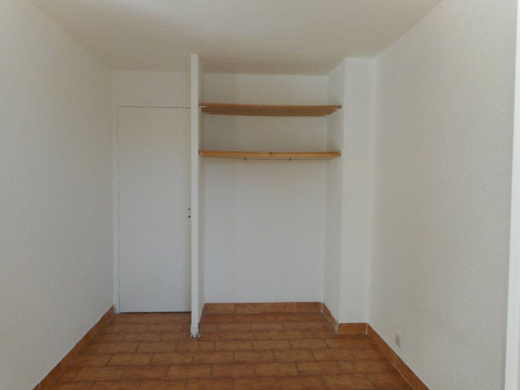 Appartement à louer 1 23.6m2 à Fréjus vignette-4