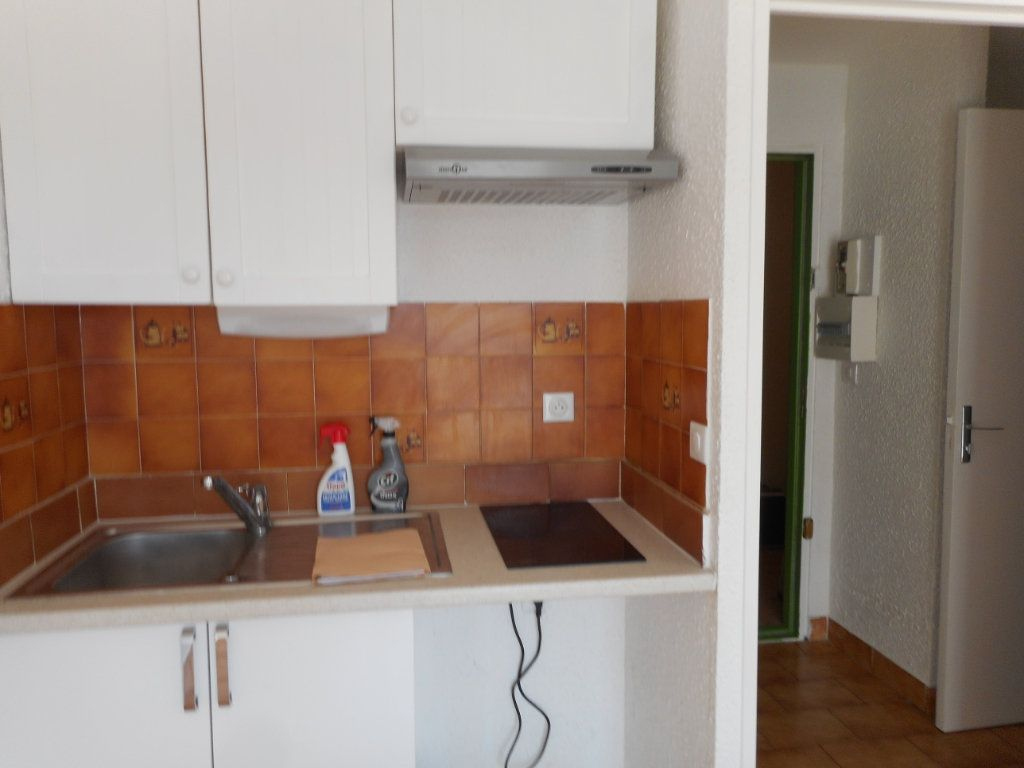 Appartement à louer 1 23.6m2 à Fréjus vignette-5