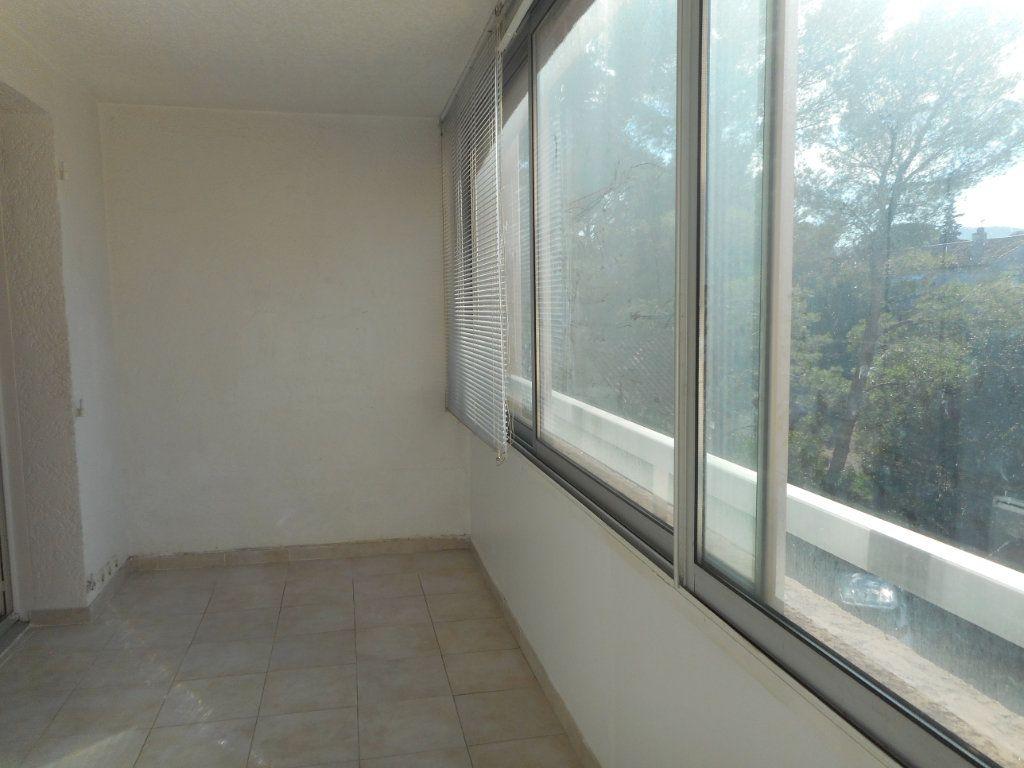 Appartement à louer 1 23.6m2 à Fréjus vignette-7