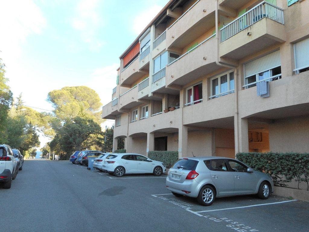 Appartement à louer 1 23.6m2 à Fréjus vignette-8