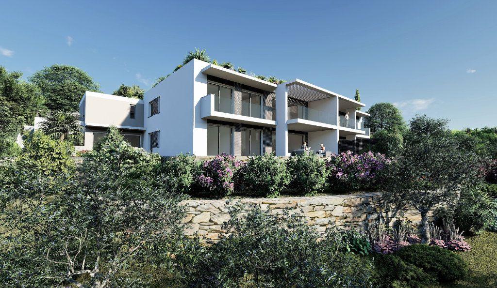 Appartement à vendre 4 121m2 à Fréjus vignette-1