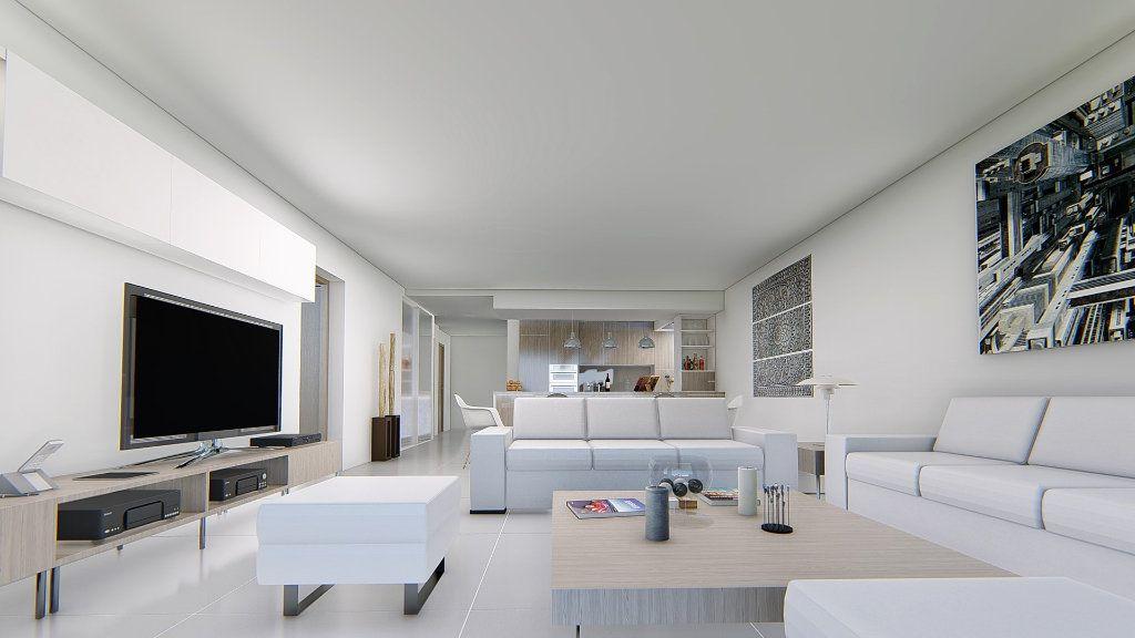 Appartement à vendre 4 121m2 à Fréjus vignette-4