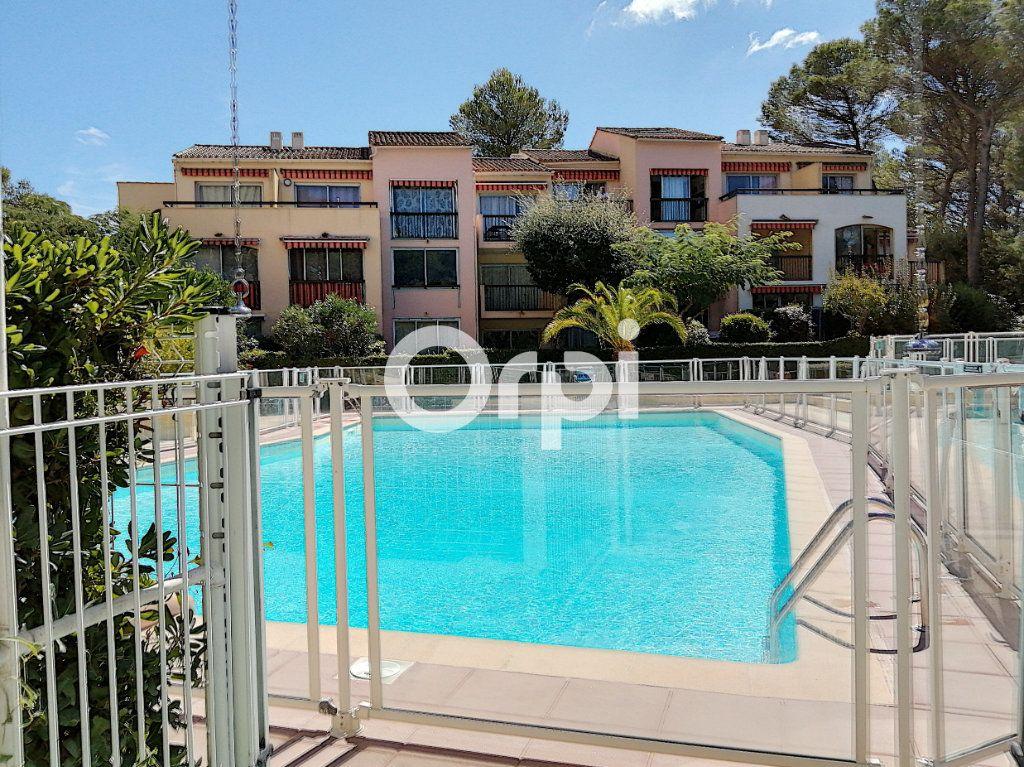 Appartement à vendre 1 24m2 à Saint-Raphaël vignette-1