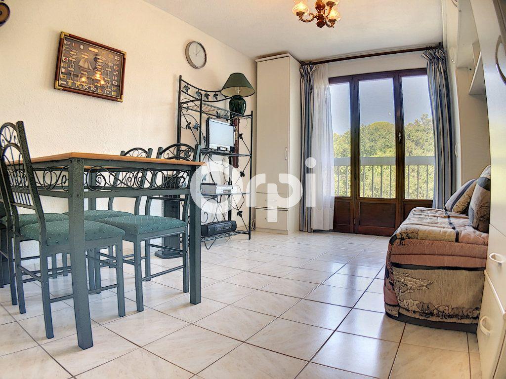 Appartement à vendre 1 19m2 à Saint-Raphaël vignette-2