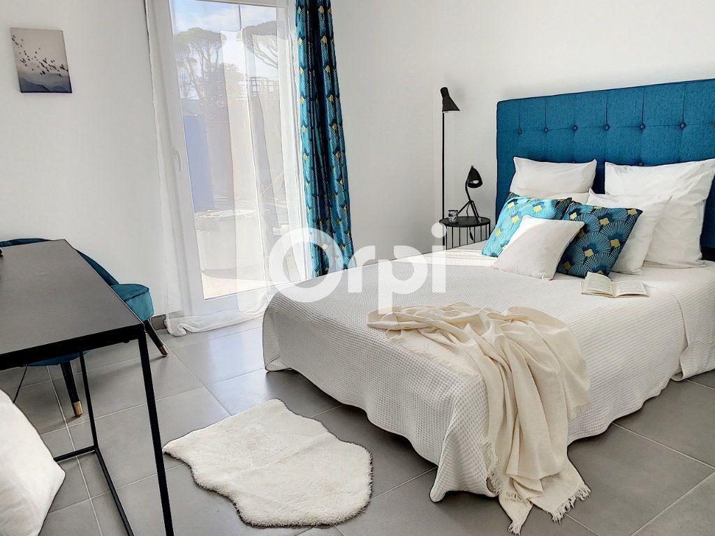 Appartement à vendre 3 79.26m2 à Saint-Raphaël vignette-3