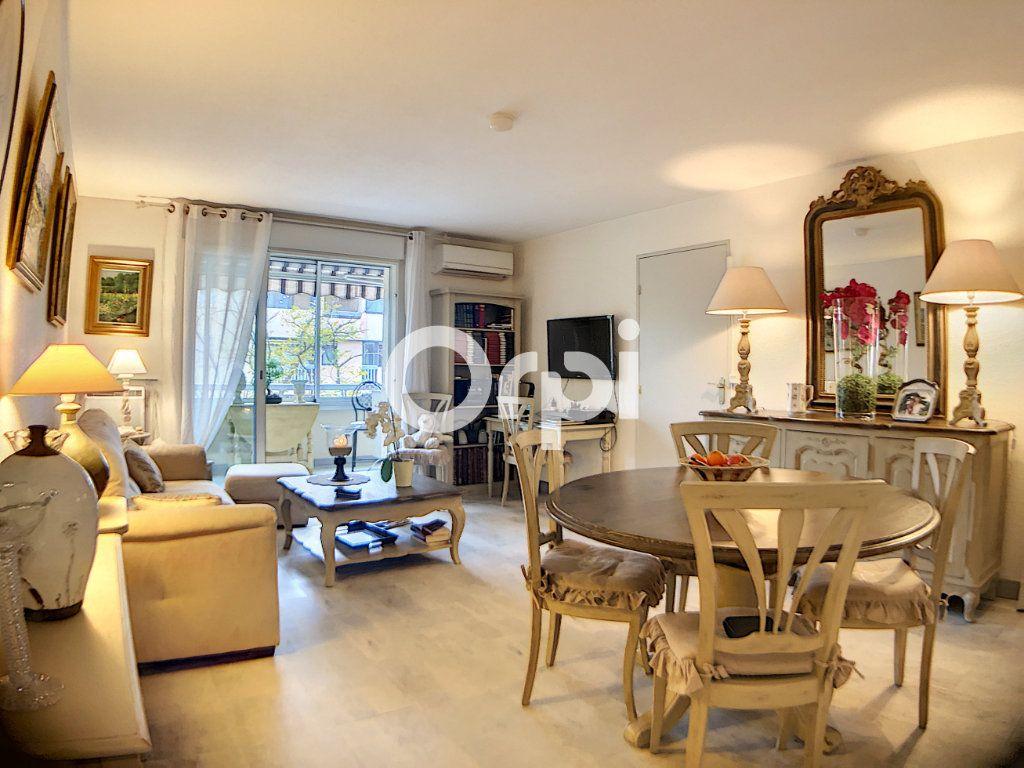 Appartement à vendre 3 59.7m2 à Fréjus vignette-1