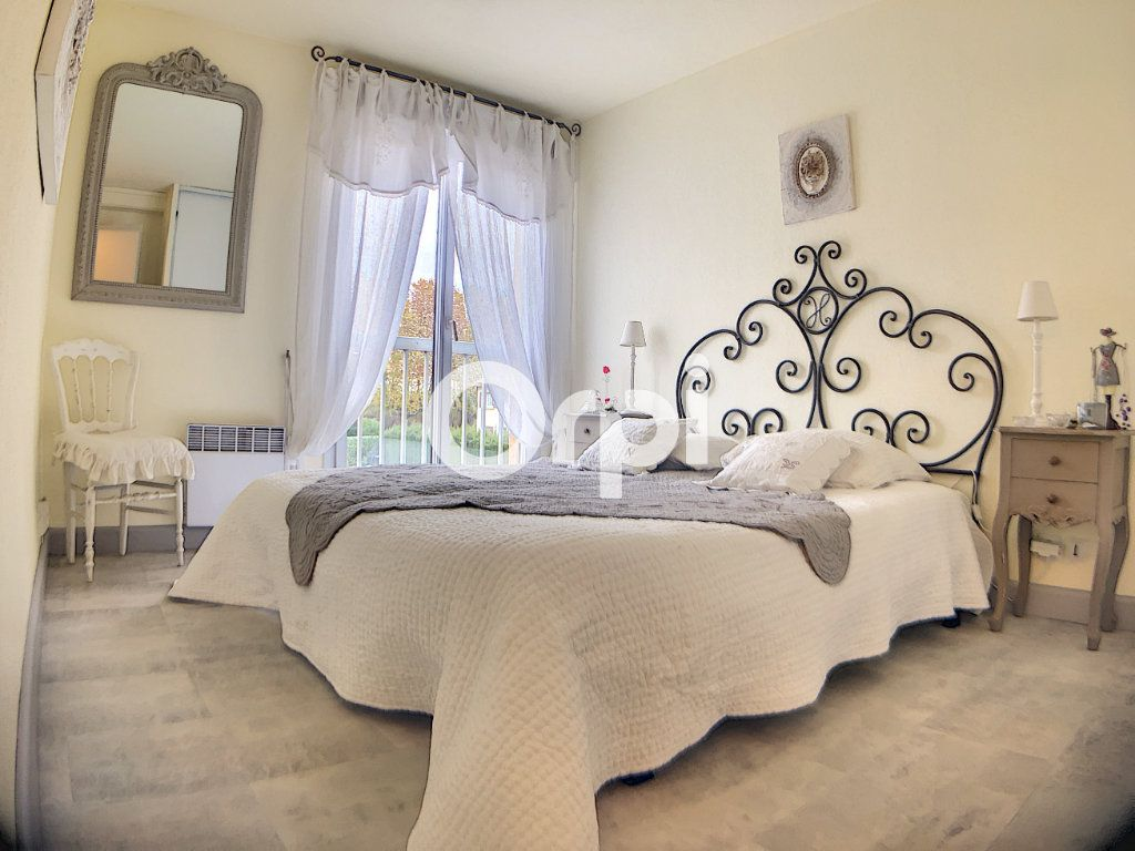 Appartement à vendre 3 59.7m2 à Fréjus vignette-2