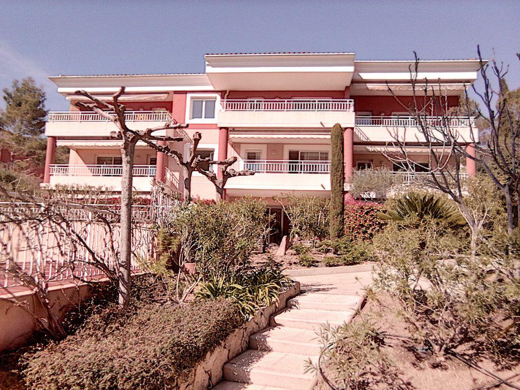 Appartement à vendre 4 93.5m2 à Saint-Raphaël vignette-1