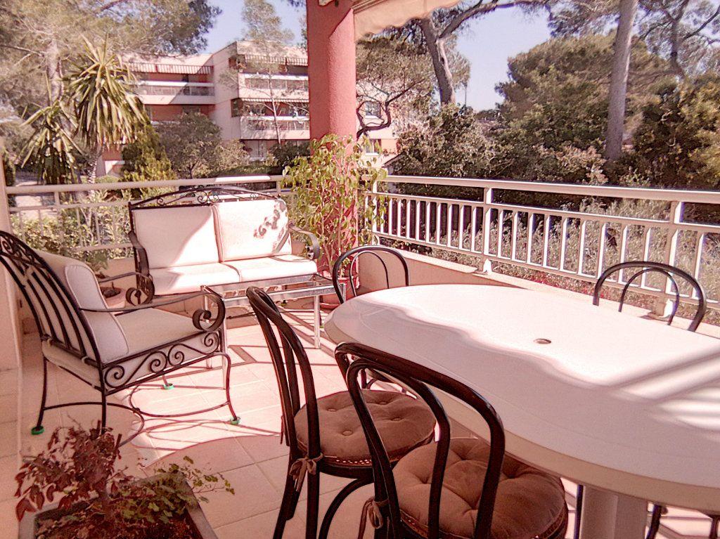 Appartement à vendre 4 93.5m2 à Saint-Raphaël vignette-2