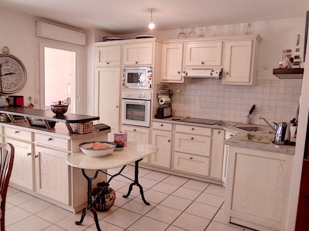 Appartement à vendre 4 93.5m2 à Saint-Raphaël vignette-4