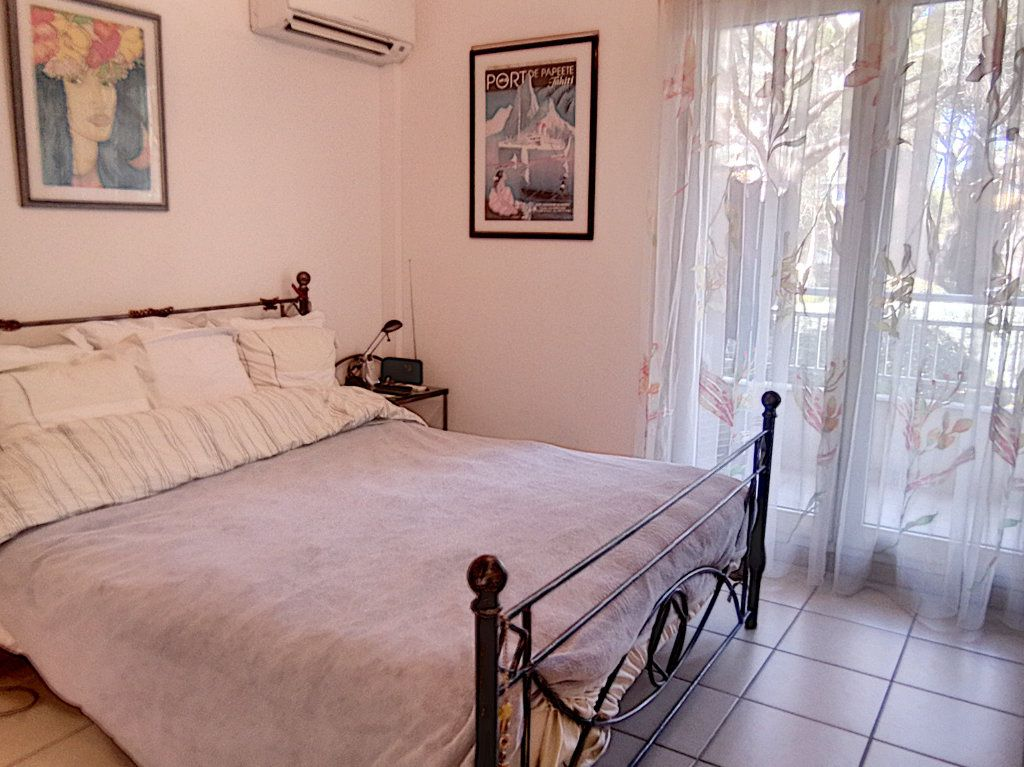 Appartement à vendre 4 93.5m2 à Saint-Raphaël vignette-5