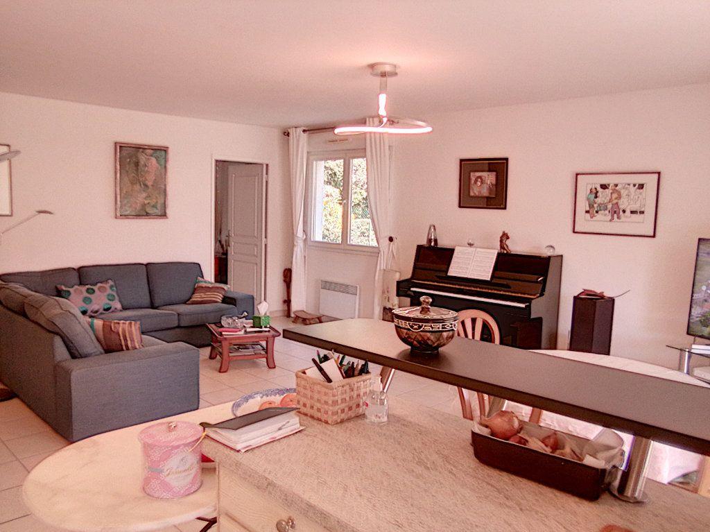 Appartement à vendre 4 93.5m2 à Saint-Raphaël vignette-7