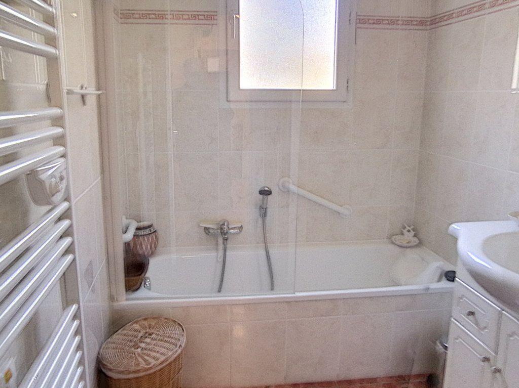 Appartement à vendre 4 93.5m2 à Saint-Raphaël vignette-10
