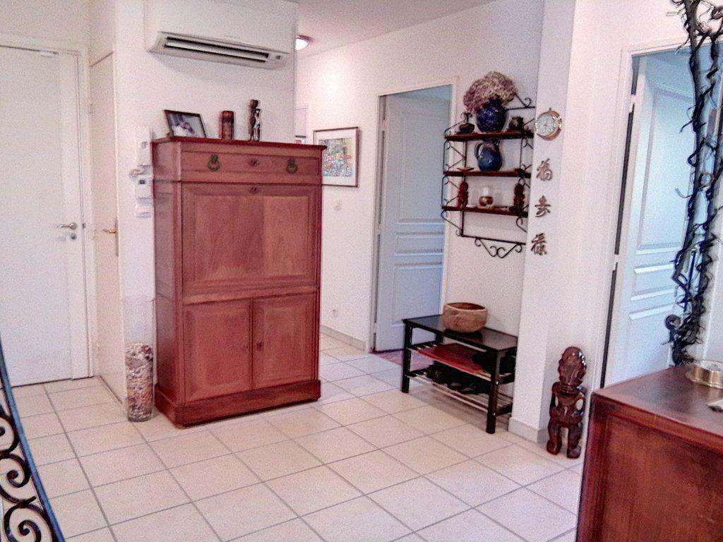 Appartement à vendre 4 93.5m2 à Saint-Raphaël vignette-12