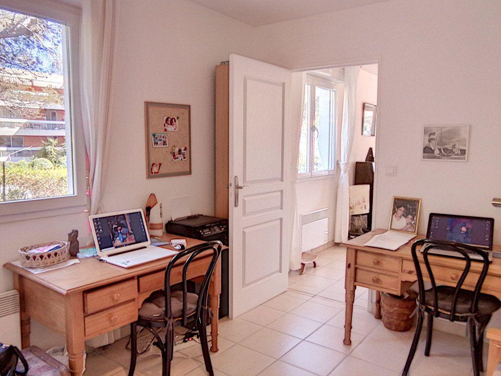 Appartement à vendre 4 93.5m2 à Saint-Raphaël vignette-14