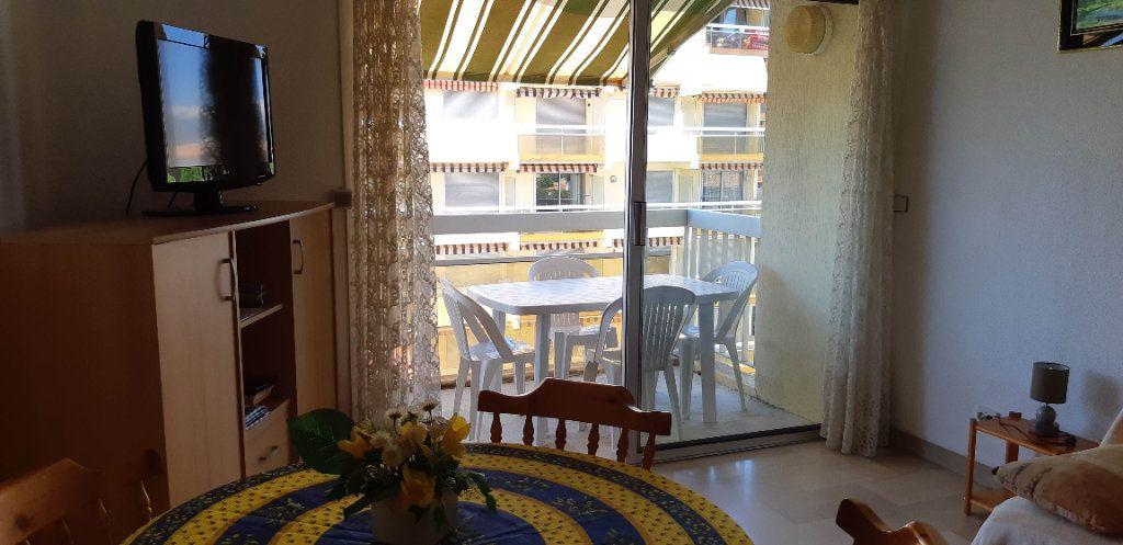 Appartement à louer 1 29.7m2 à Fréjus vignette-1