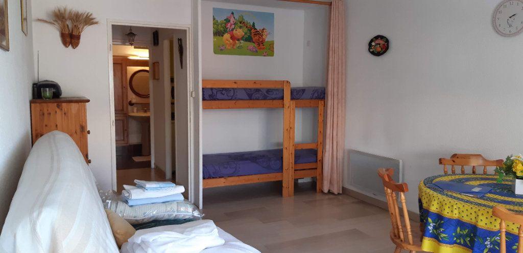 Appartement à louer 1 29.7m2 à Fréjus vignette-2