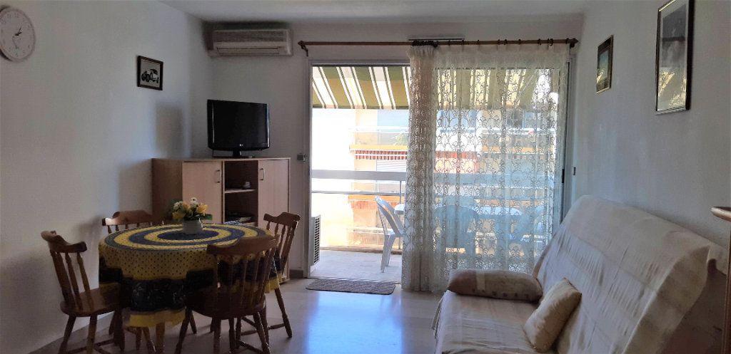 Appartement à louer 1 29.7m2 à Fréjus vignette-3