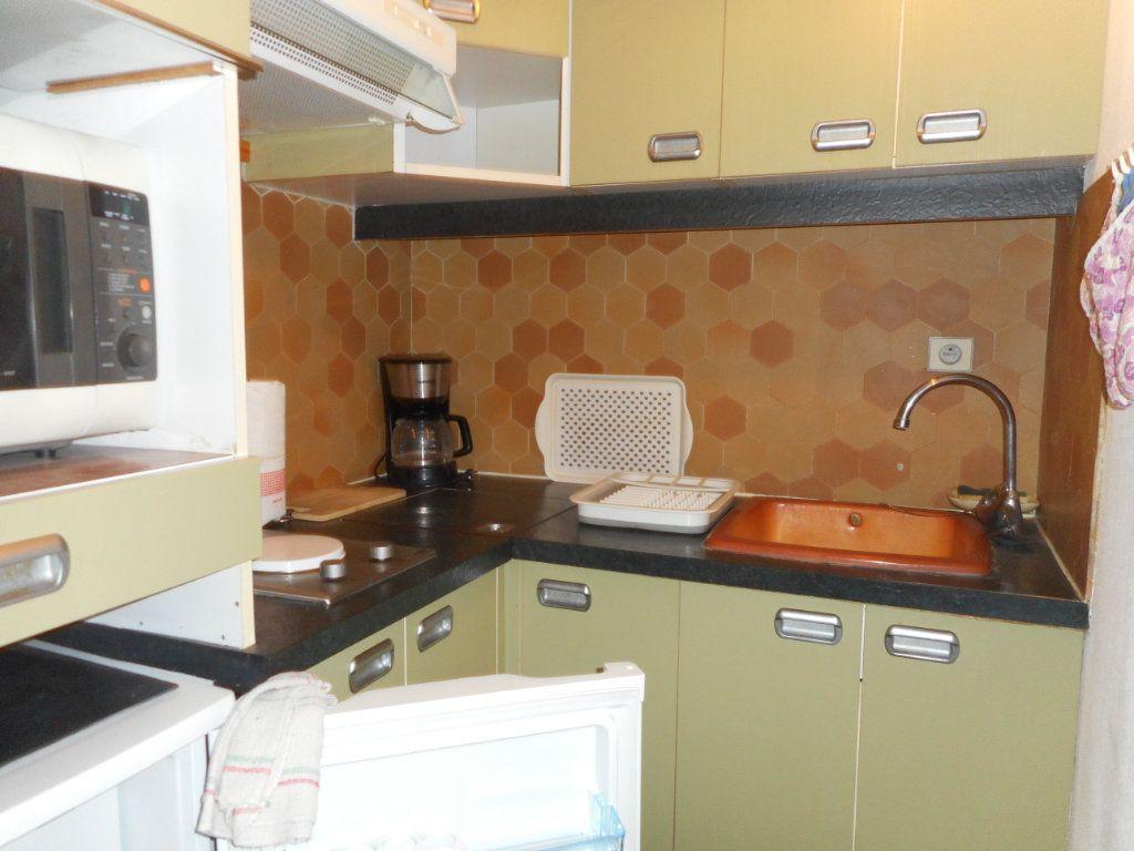Appartement à louer 1 29.7m2 à Fréjus vignette-4