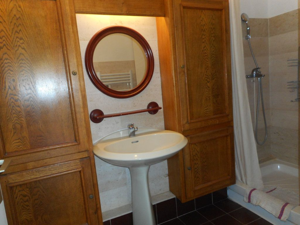 Appartement à louer 1 29.7m2 à Fréjus vignette-5