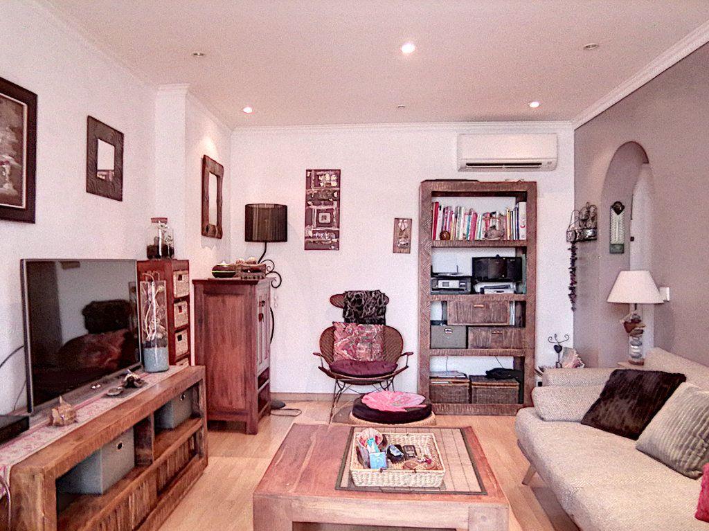 Appartement à vendre 2 42.34m2 à Fréjus vignette-2