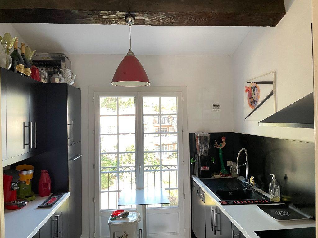 Appartement à vendre 2 47m2 à Saint-Raphaël vignette-2