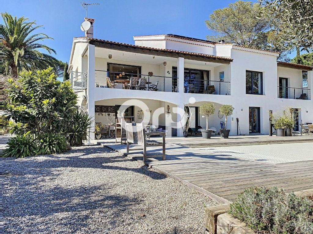 Maison à vendre 11 388m2 à Saint-Raphaël vignette-1