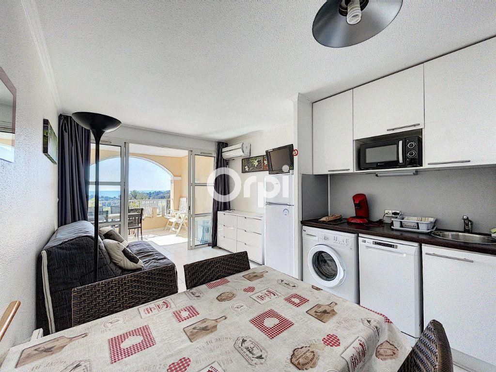 Appartement à vendre 1 22m2 à Saint-Raphaël vignette-2