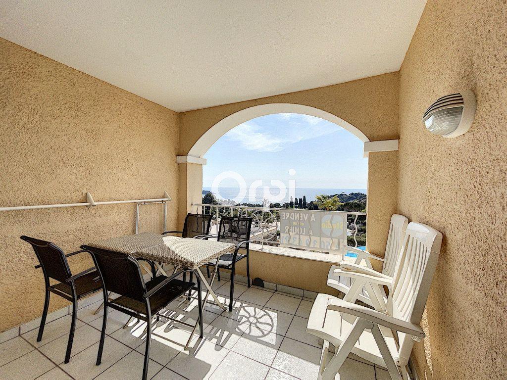 Appartement à vendre 1 22m2 à Saint-Raphaël vignette-3
