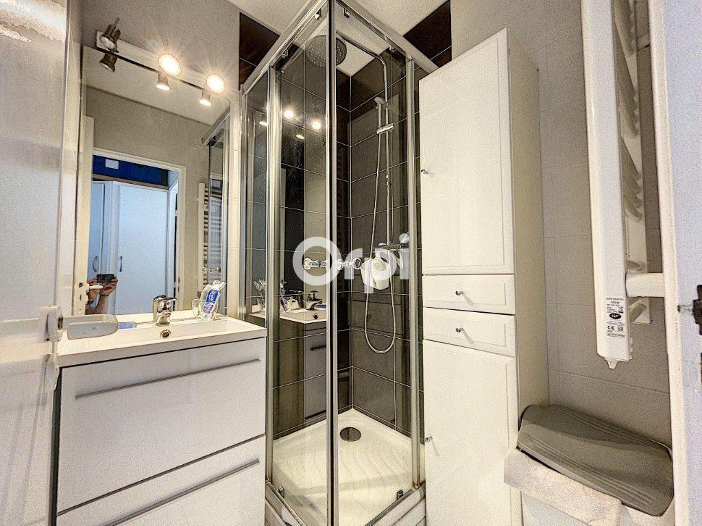 Appartement à vendre 1 22m2 à Saint-Raphaël vignette-6