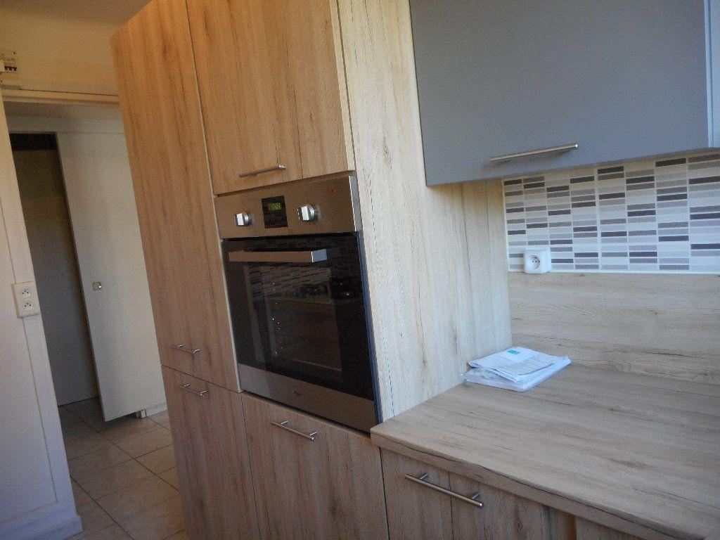 Appartement à louer 3 52.58m2 à Saint-Raphaël vignette-5
