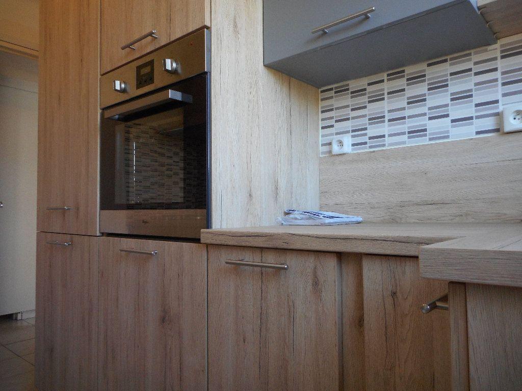 Appartement à louer 3 52.58m2 à Saint-Raphaël vignette-6