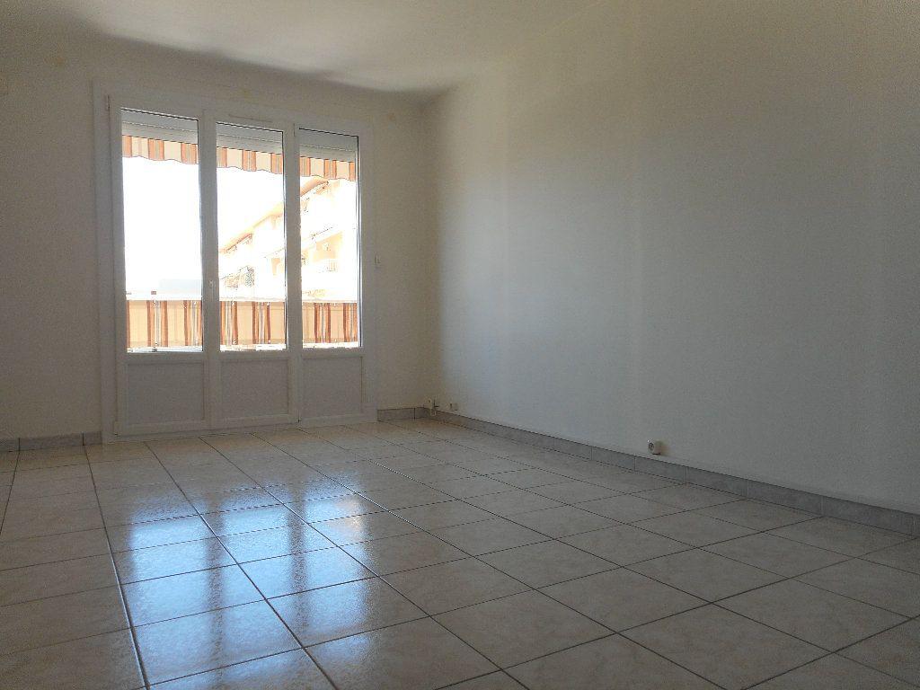 Appartement à louer 3 52.58m2 à Saint-Raphaël vignette-7