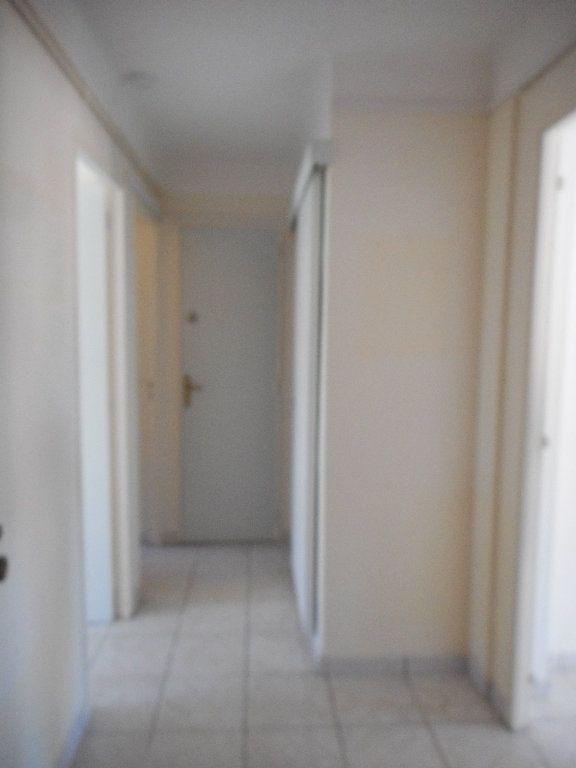 Appartement à louer 3 52.58m2 à Saint-Raphaël vignette-9