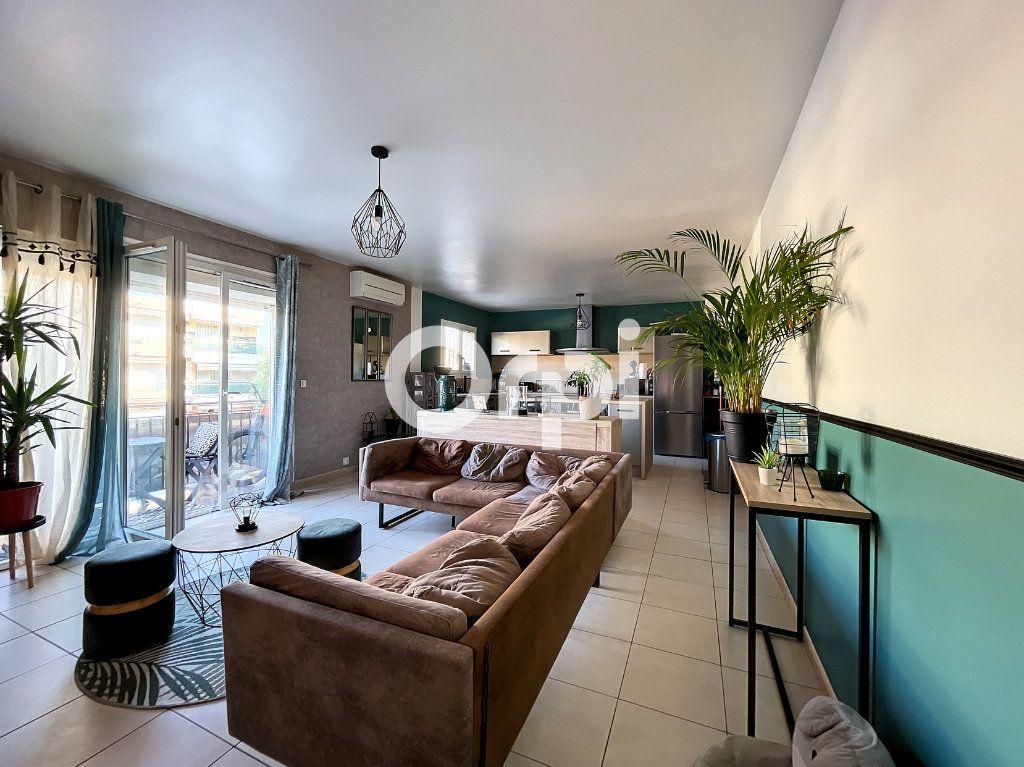Appartement à vendre 3 72m2 à Fréjus vignette-1