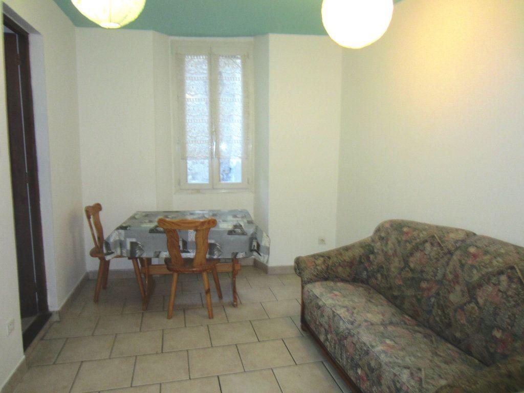 Appartement à louer 2 24m2 à Sisteron vignette-1