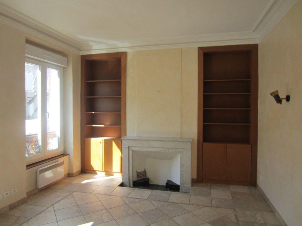 Appartement à louer 3 65m2 à Sisteron vignette-1