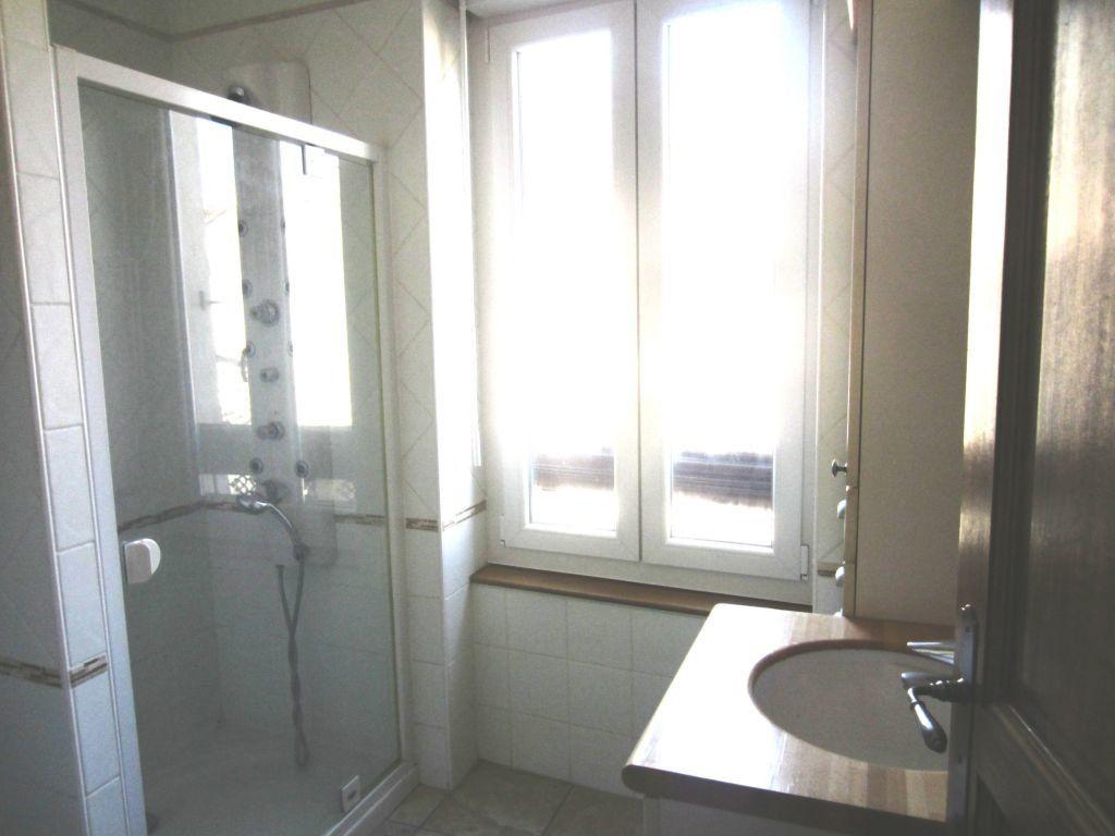 Appartement à louer 3 65m2 à Sisteron vignette-4