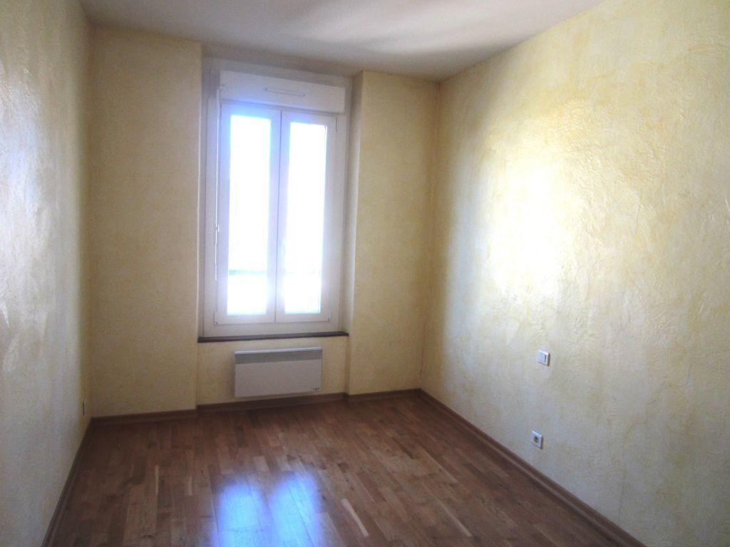 Appartement à louer 3 65m2 à Sisteron vignette-5
